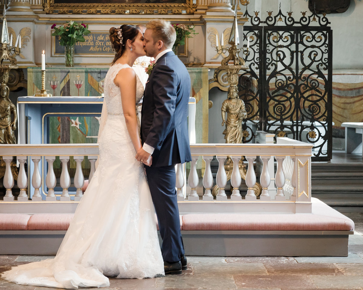 First kiss as husband and wife in Östra Ryds church