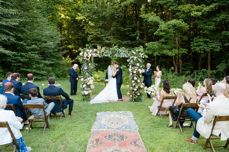 Catskills-Wedding-Planner-Foxfire-Mountain-House-Wedding-Canvas-Weddings-wedding-ceremony-kiss