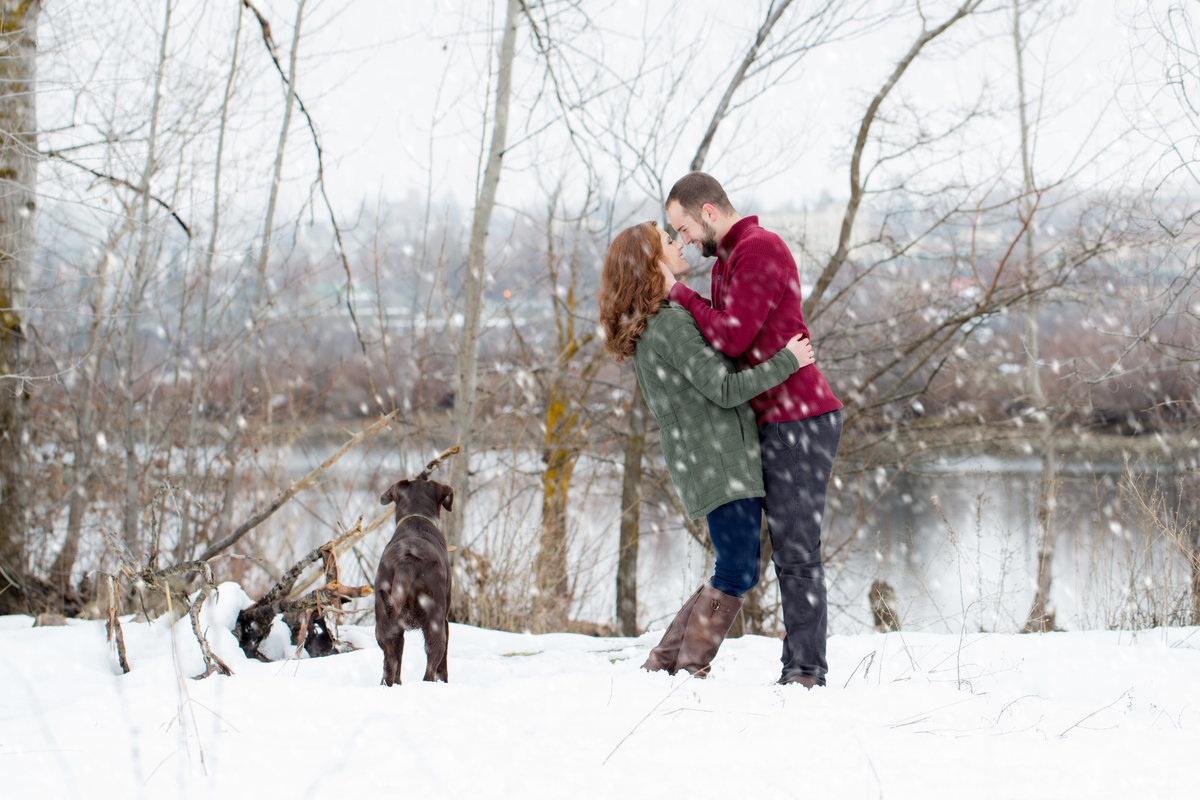 snowing engagement photos wenatchee  Lynette Smith Photography