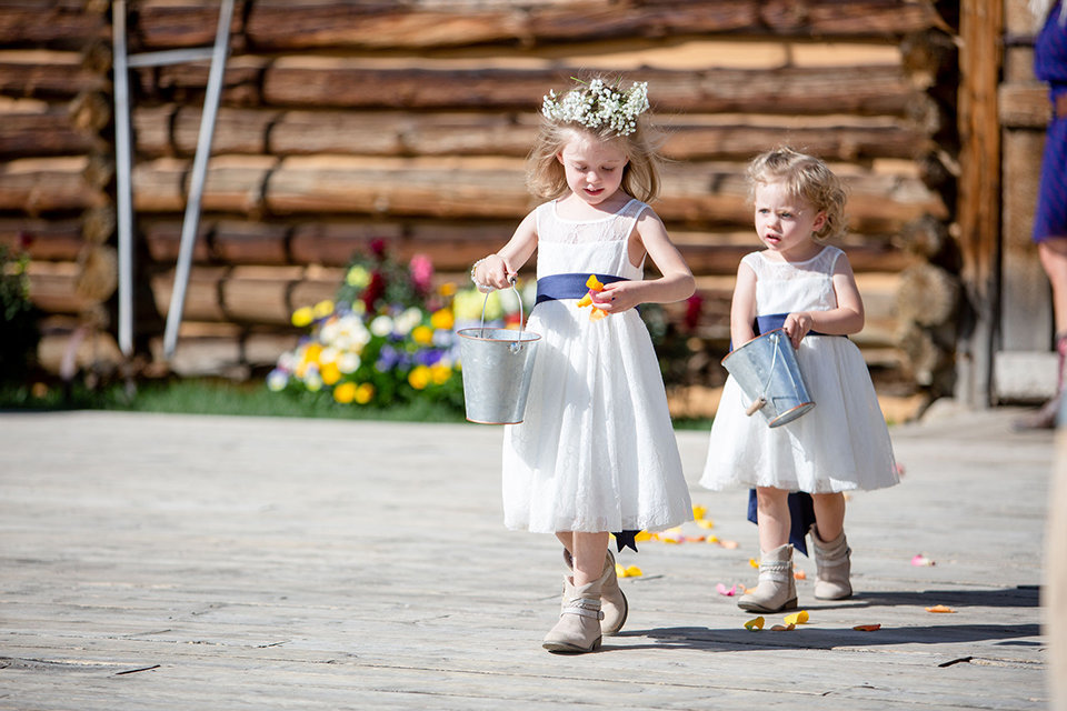 granby-colorado-Strawberry-Creek-Ranch-Wedding-Ashley-McKenzie-Photography-tropic-meets-mountain-wedding-colorful-flower-girls