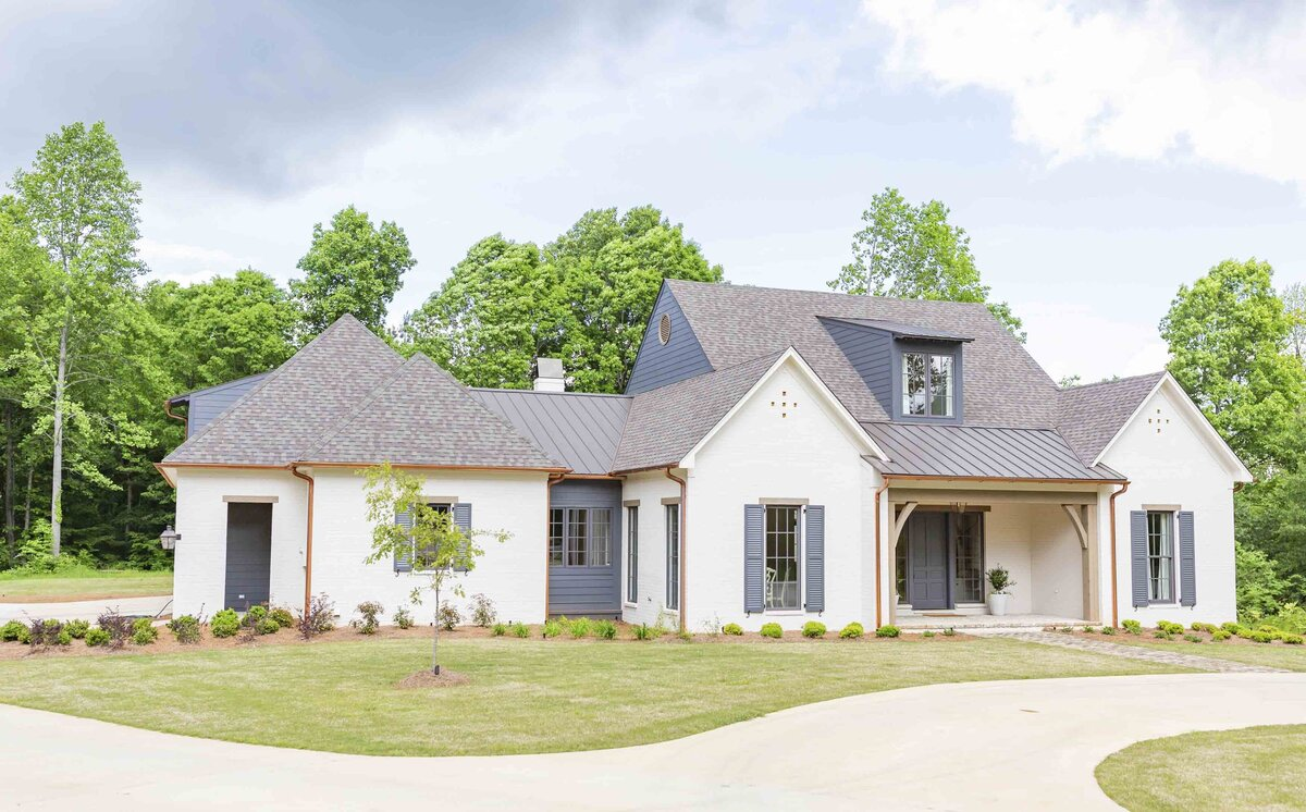 white-house-outdoor-renovation-mississippi3
