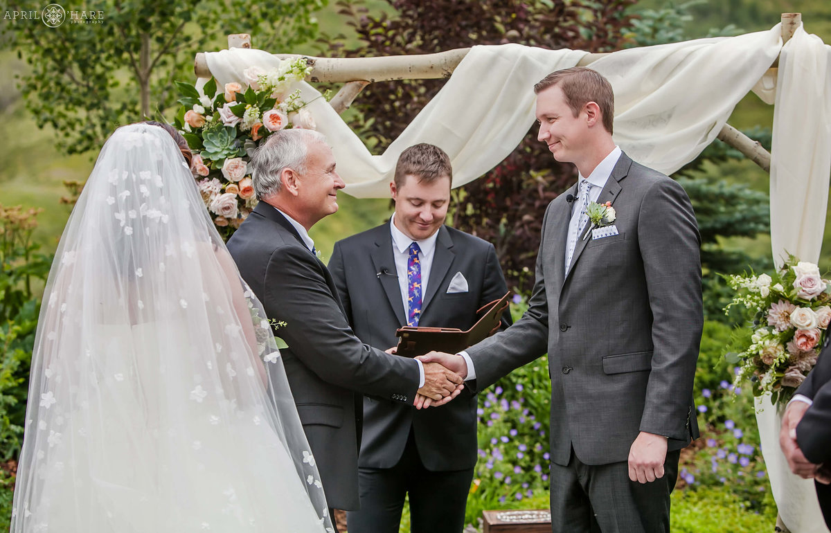 Crested Butte Wedding Photography outdoor ceremony at Mountain Wedding Garden in Colorado
