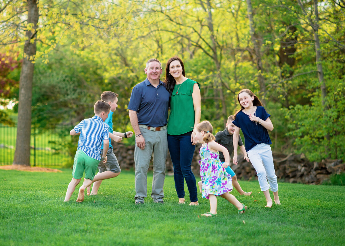 Des-Moines-Iowa-Family-Photographer-Theresa-Schumacher-Photography-Outdoor-Nature-Green-Grass