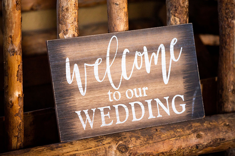 granby-colorado-Strawberry-Creek-Ranch-Wedding-Ashley-McKenzie-Photography-tropic-meets-mountain-wedding-colorful-welcome-sign
