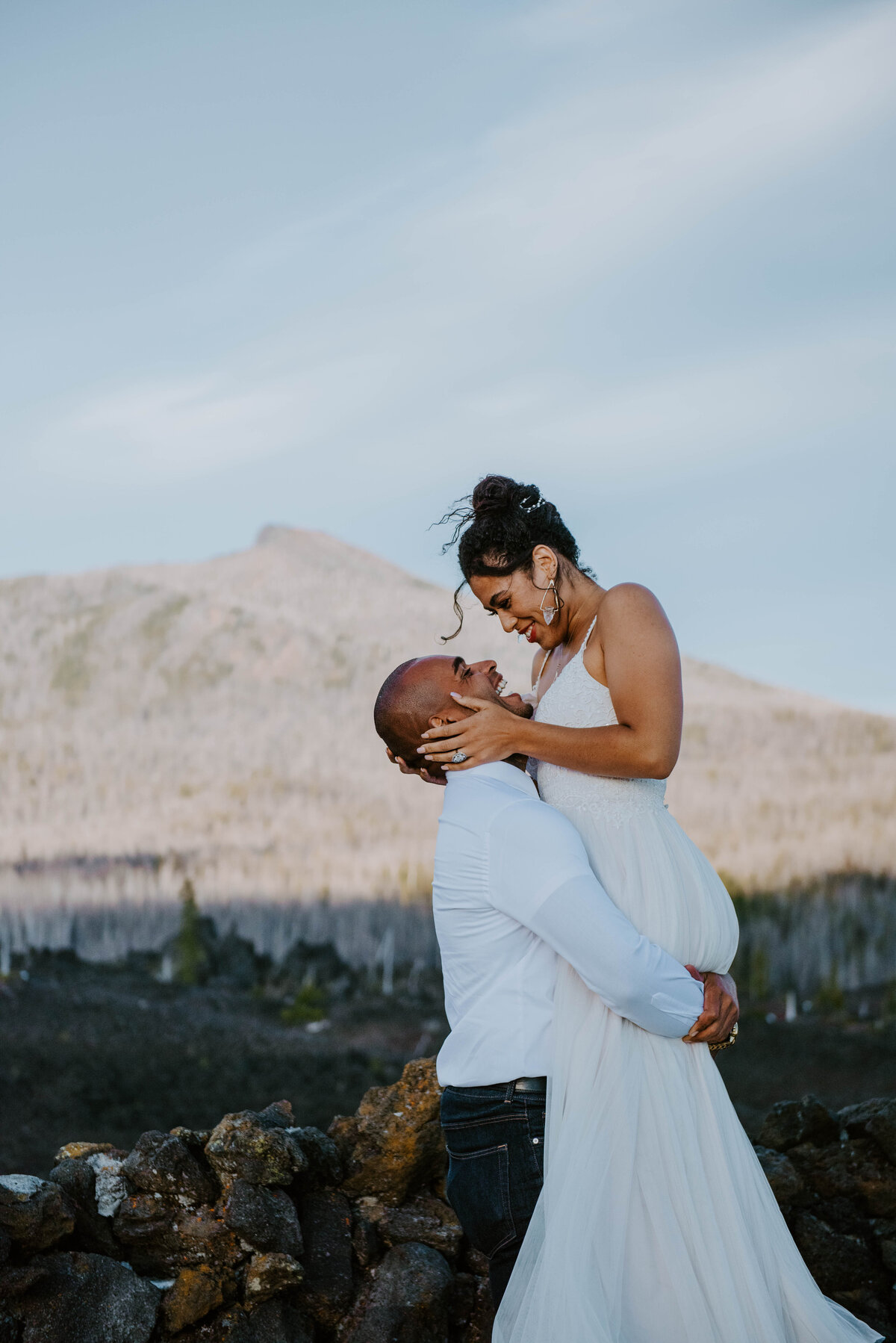 sisters-bend-oregon-summer-wedding-elopement-photographer-dress-scenic-byway-wedding-deewright-observatory-4863