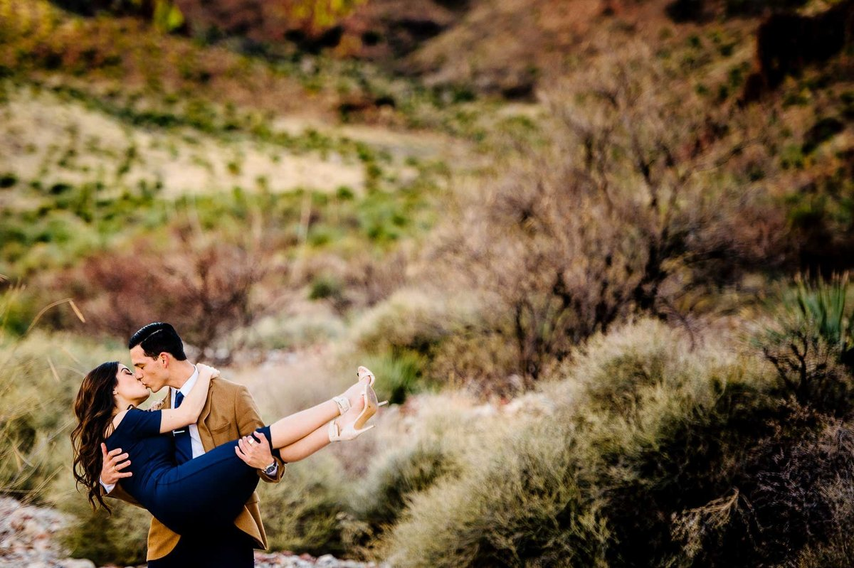couple in a canyon in el paso texas by stephane lemaire photography