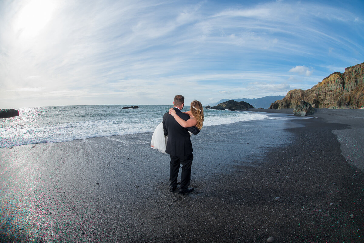 Redway-California-elopement-photographer-Parky's-Pics-Photography-Shelter-Cove-Callifornia-adventure-elopement-beach-Black-Sands-Beach-9.jpg