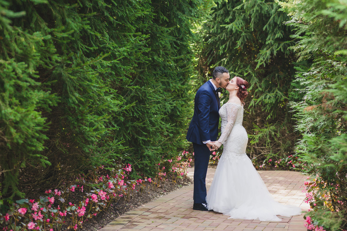 bride and groom kissing at Crest Hollow Country Club