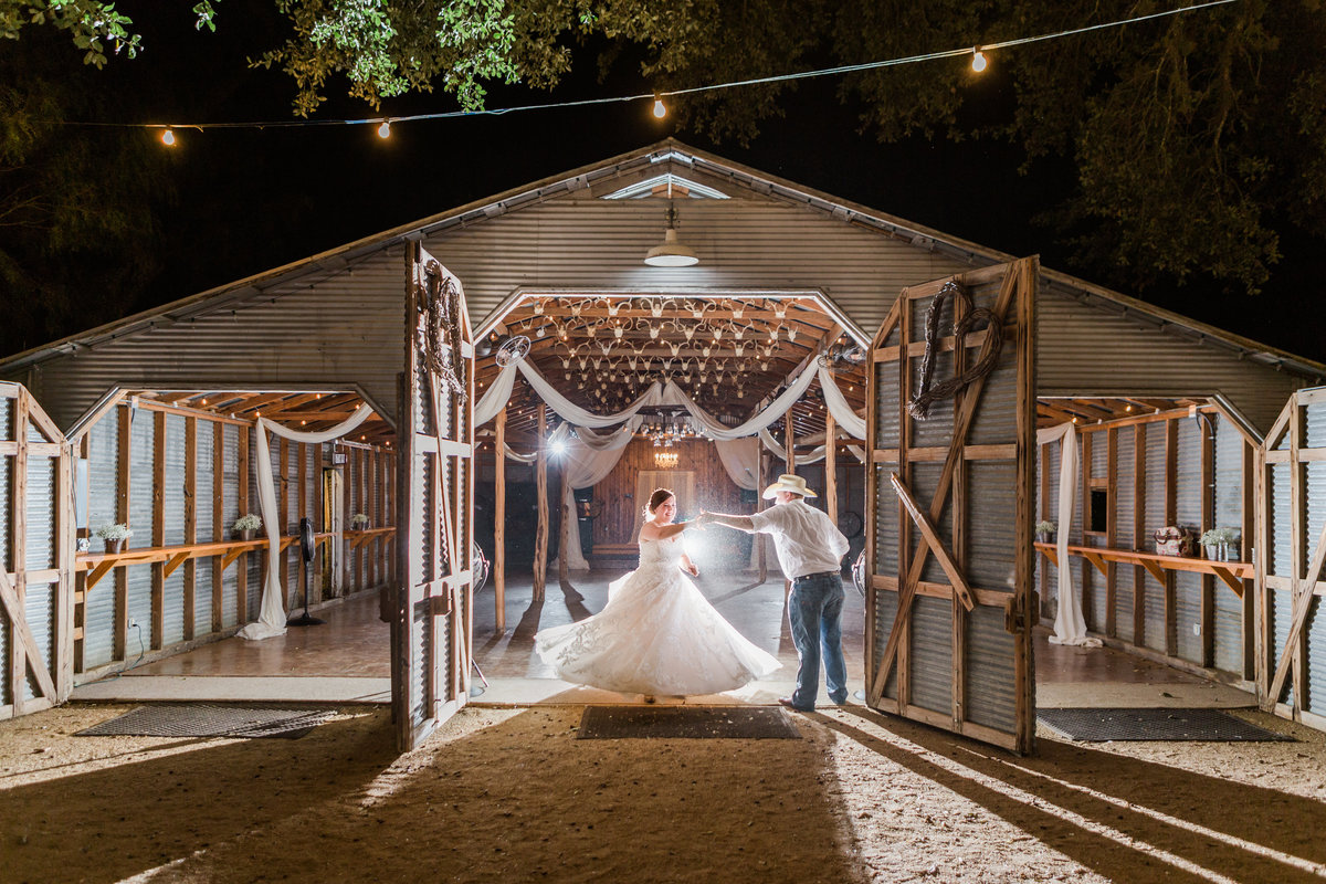 Bradys Bloomin Barn aggie Wedding in castroville, texas rio medina -126