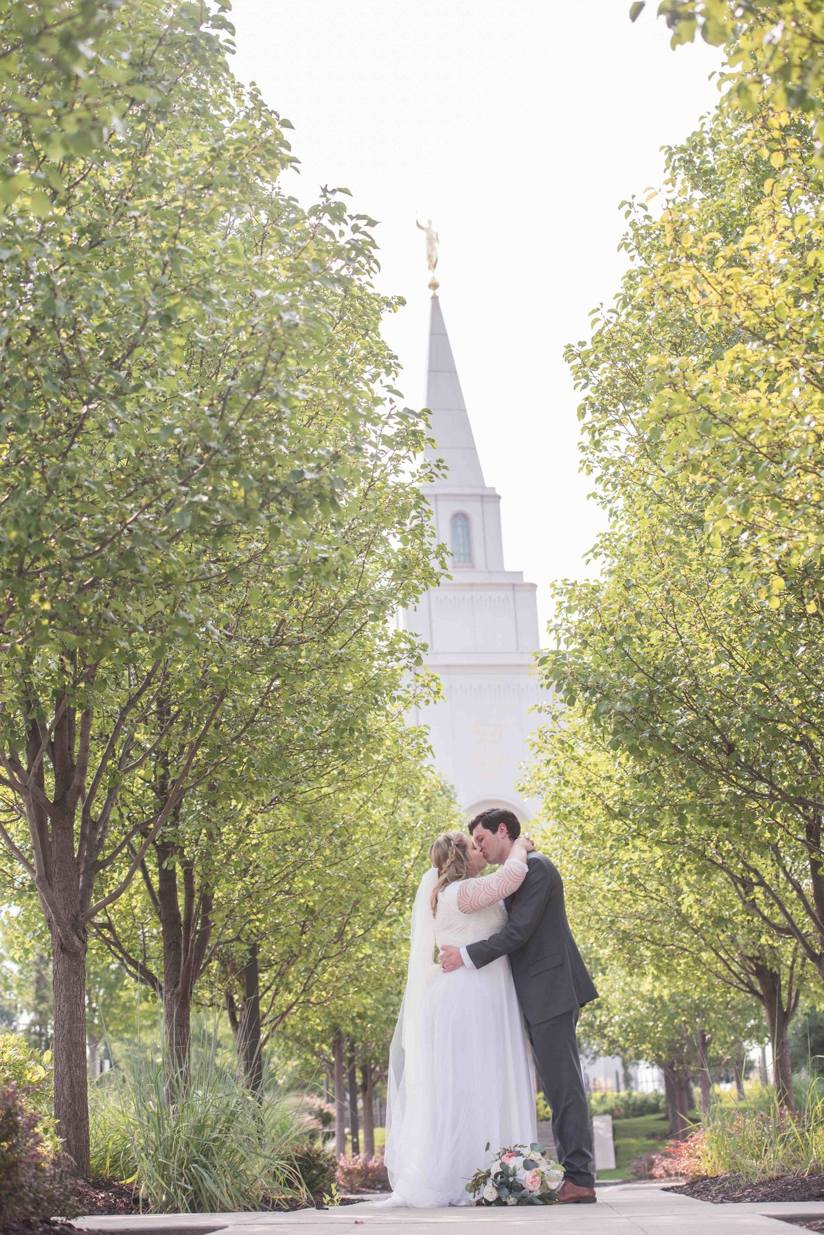 KC-temple-LDS-wedding-0001