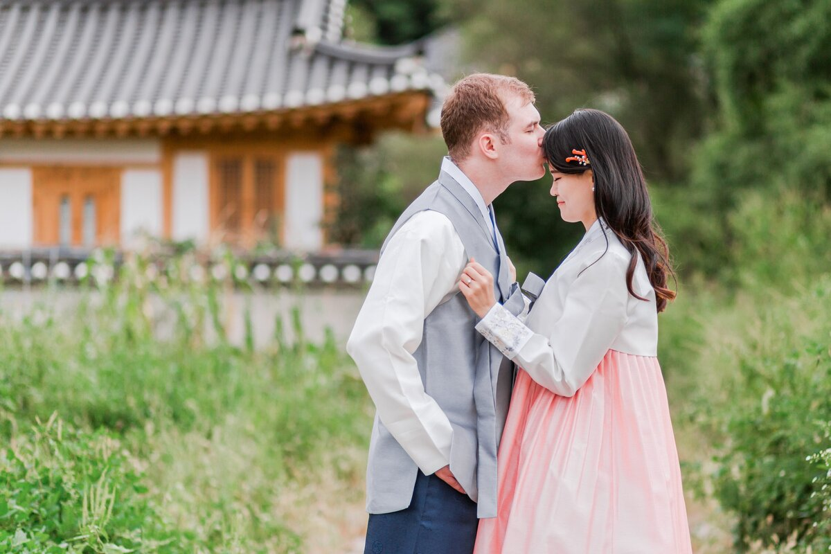 Seoul-South-Korea-Bridal-Engagement-Shoot-Eunpyeong-Village-Hanok-0010