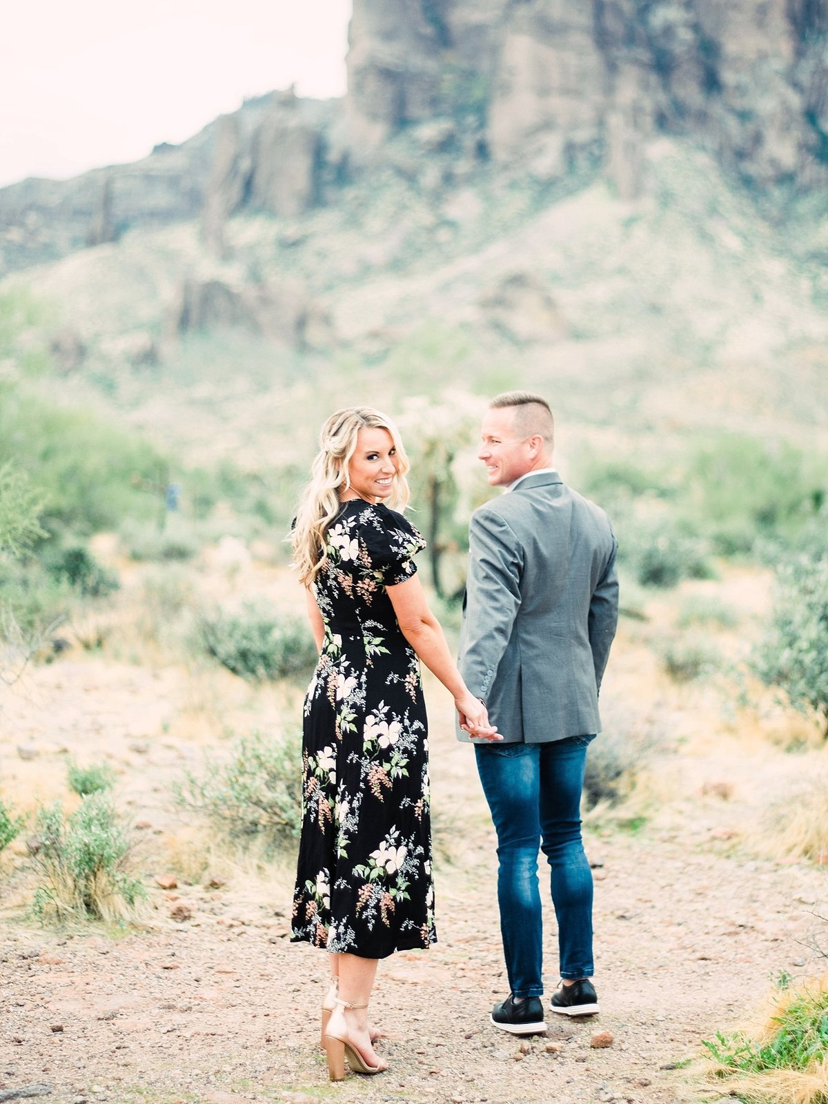 scottsdale-arizona-wedding-photographer-engagement-desert_0102