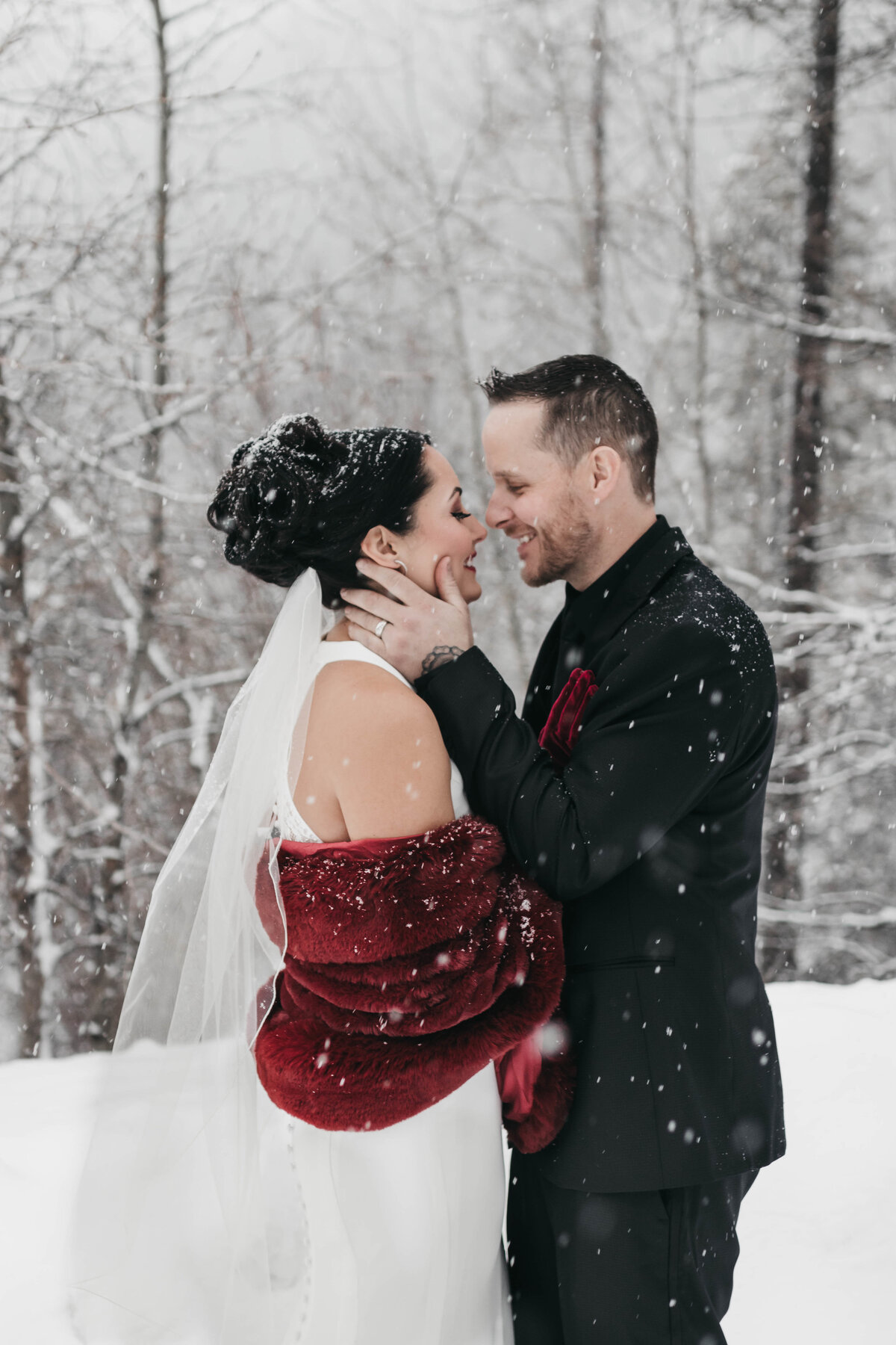 Winter Snowy Wedding in Spokane Washington - Clara Jay Photo_-3