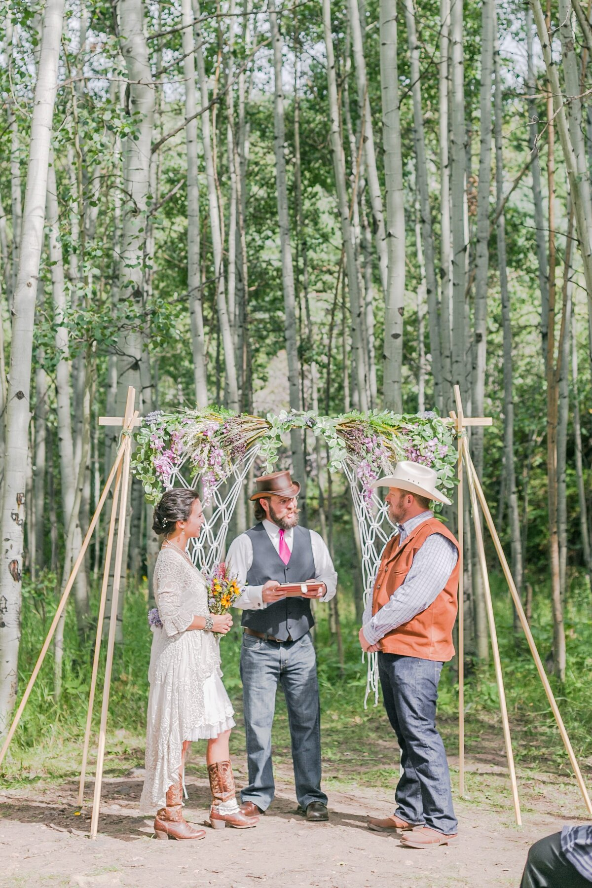 red-barn-golden-gate-canyon-colorado-rustic-wedding-mountains-farm-rocky-mountain-bride-0016