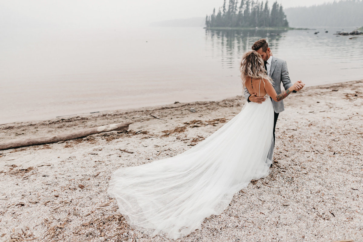 athena-and-camron-sara-truvelle-bridal-wenatchee-elopement-intimate-14-wedding-dress-tulle-back