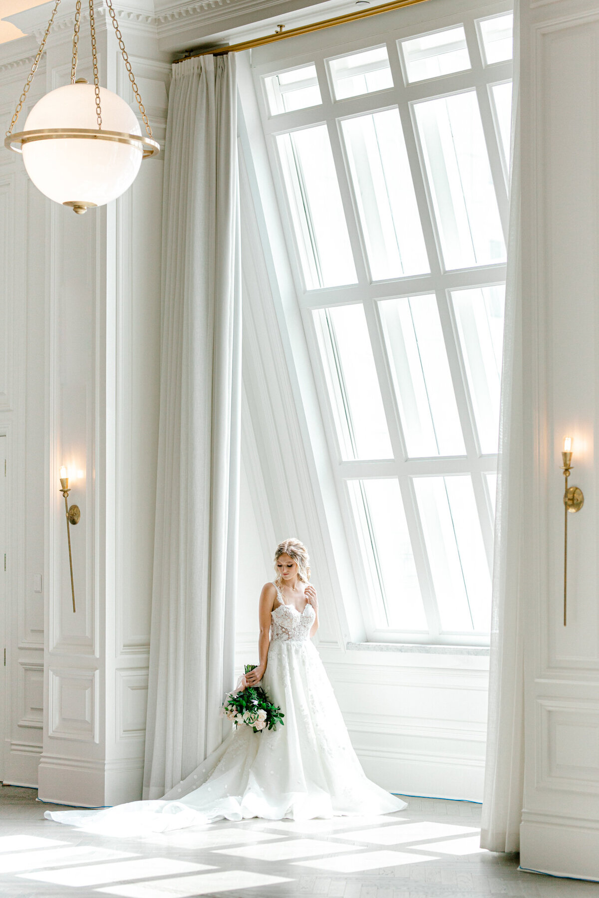Wedding Inspiration at the Adolphus 19th Floor Ballroom | Dallas Wedding Photographer | Sami Kathryn Photography-1