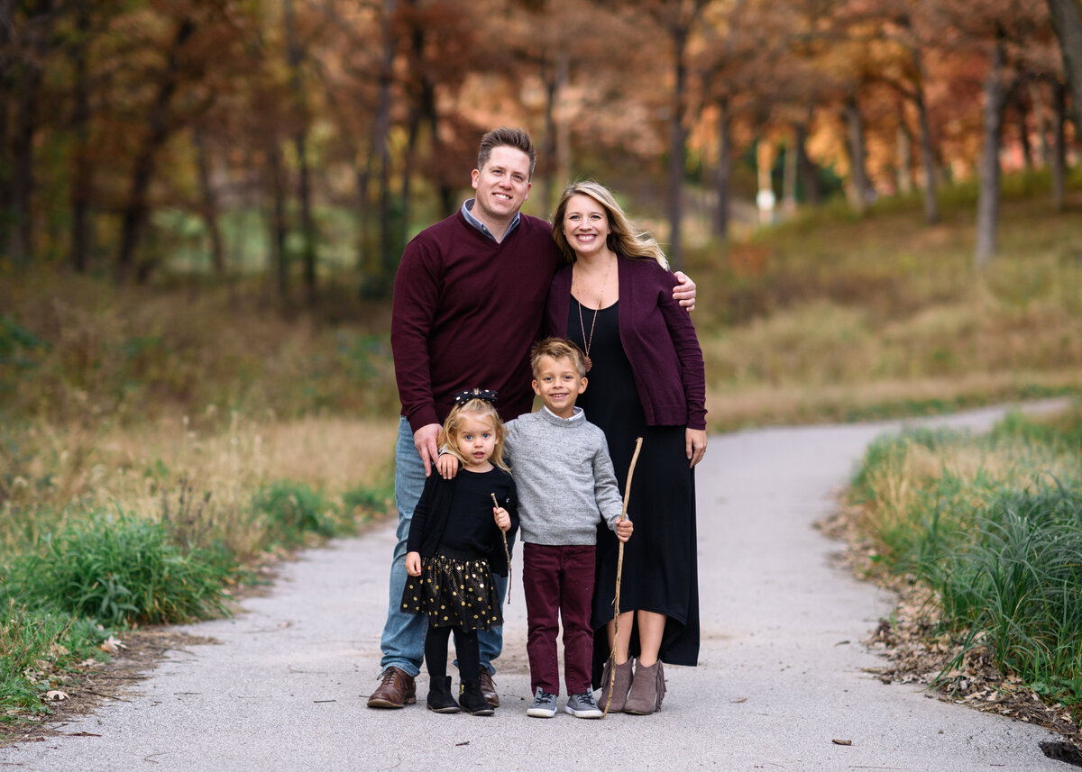 Des-Moines-Iowa-Family-Photographer-Theresa-Schumacher-Photography-Fall-Young-Family-kids
