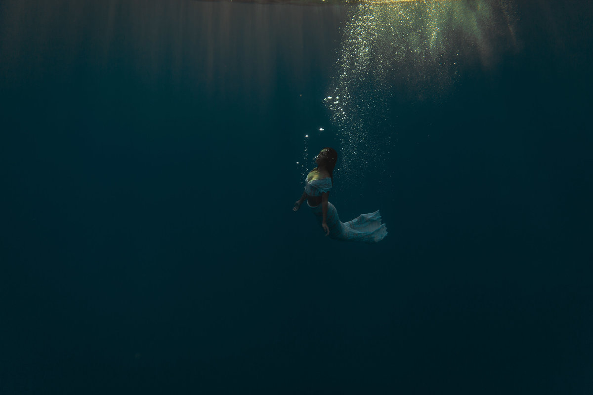 Underwater Trash the Dress Portraits-16