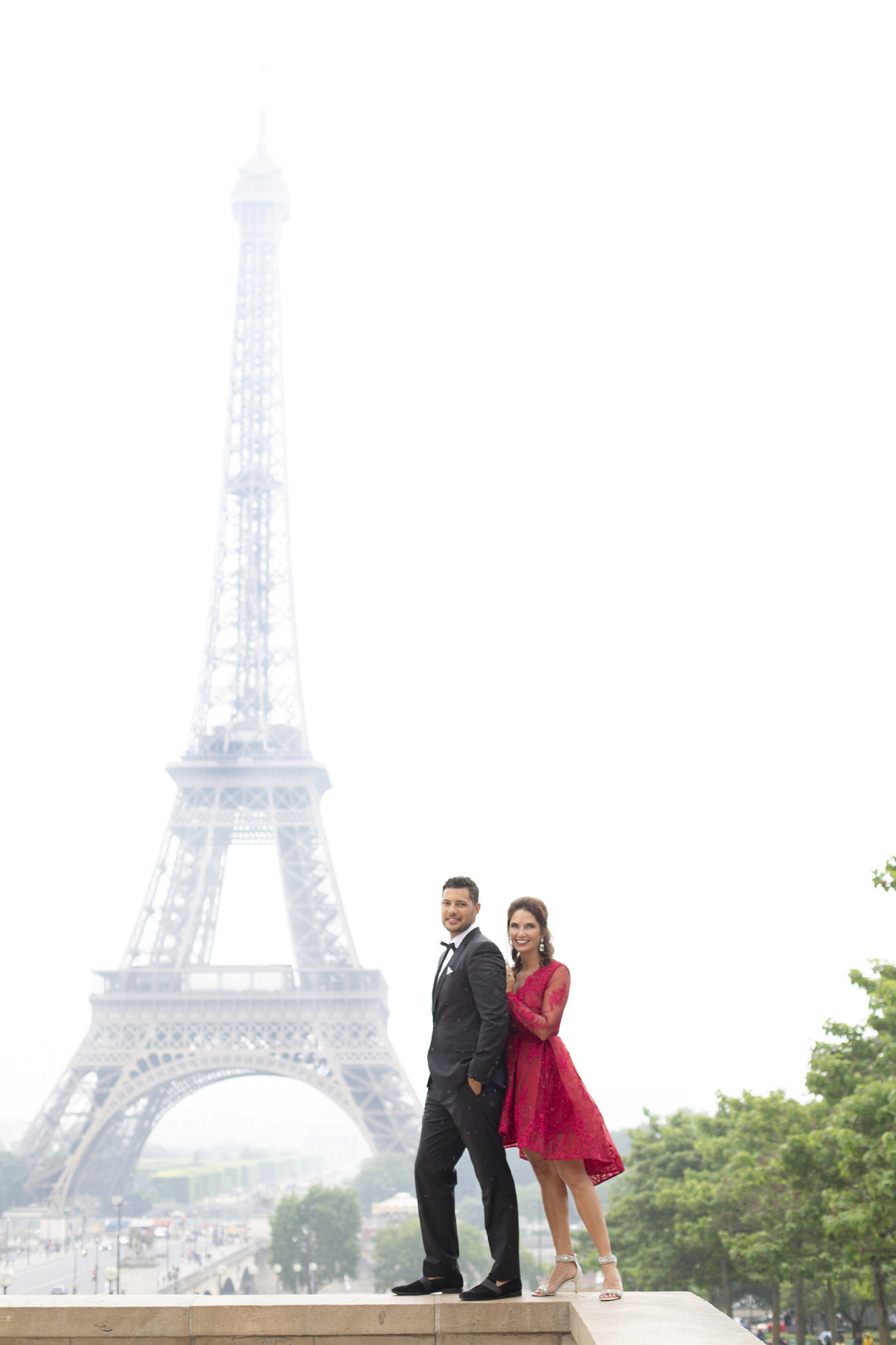Beautiful couple celebrates their love in front of Eiffel Tower 49