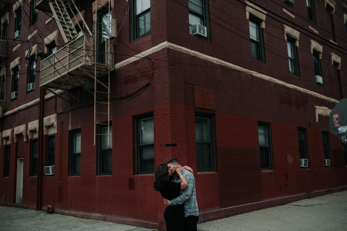 jersey-city-wedding-photographer-downtown-engagement-00015