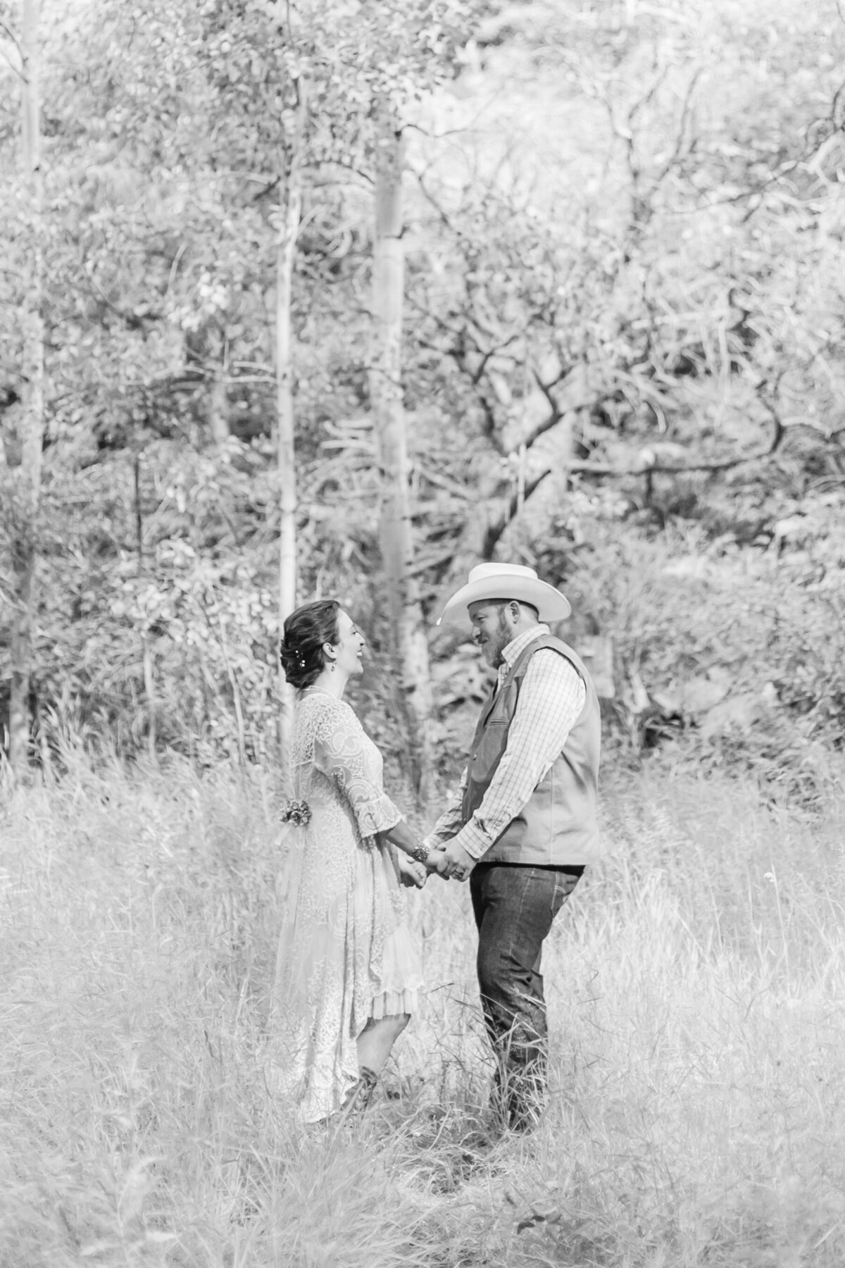 red-barn-golden-gate-canyon-colorado-rustic-wedding-mountains-farm-rocky-mountain-bride-0018