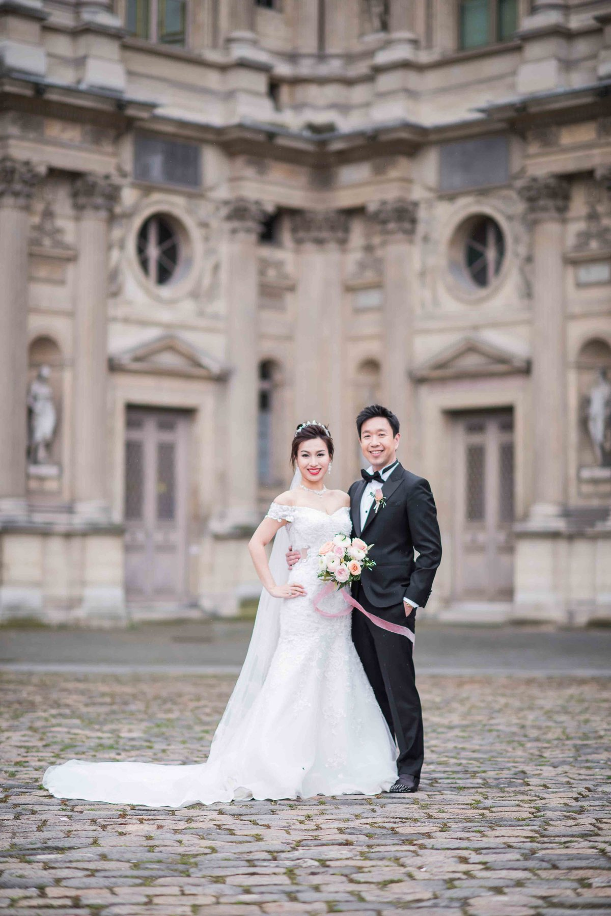 laure_lalliard_design_ClaireMorrisPhoto_bride_groom_paris_bridal_bouquet