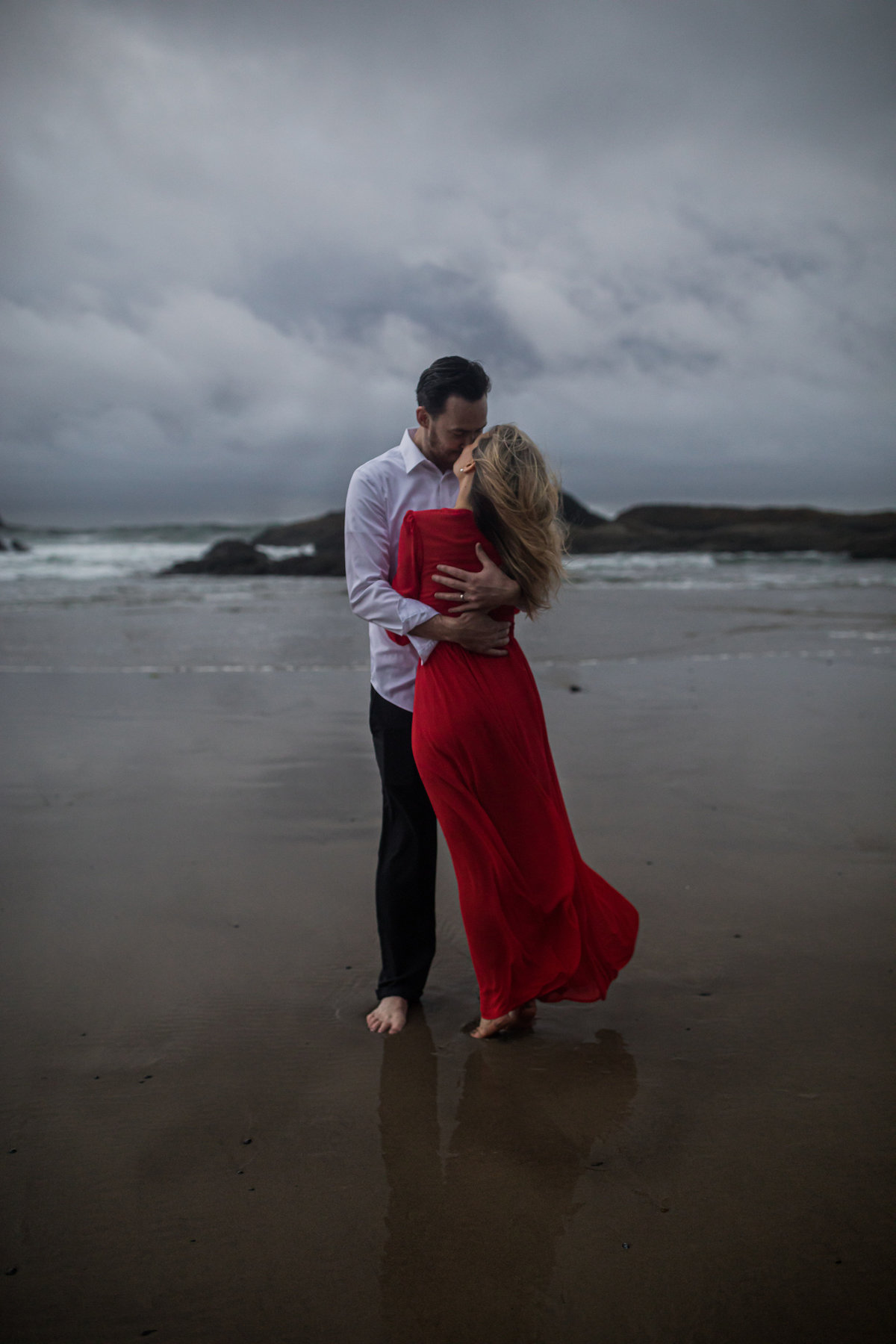 Oregon-oceanside-elopement-couples-photography-session-beach_(13_of_27)