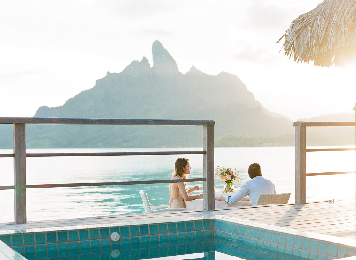 Intimate wedding at the four seasons, view on the overwater bungalow (Bora Bora)