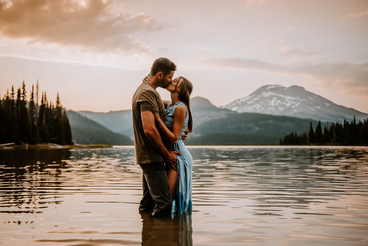 sparks-lake-oregon-couple-photographer-elopement-bend-lakes-bachelor-sisters-sunset-5919