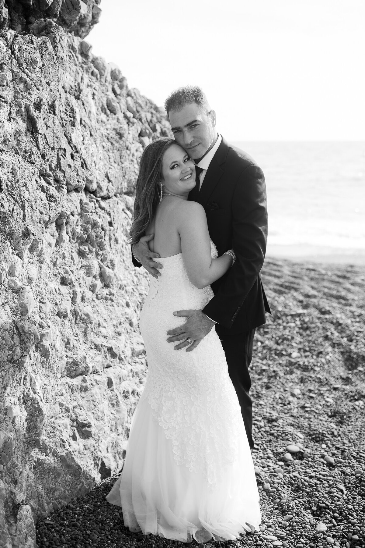 Shelter-Cove-Black-Sannds-Beach-photographer-adventure-elopement-intimate-destination-wedding-nor-cal-beach-elopement-12