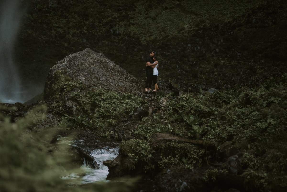 Portland-Oregon-Engagement-session-Latourell-Falls-59