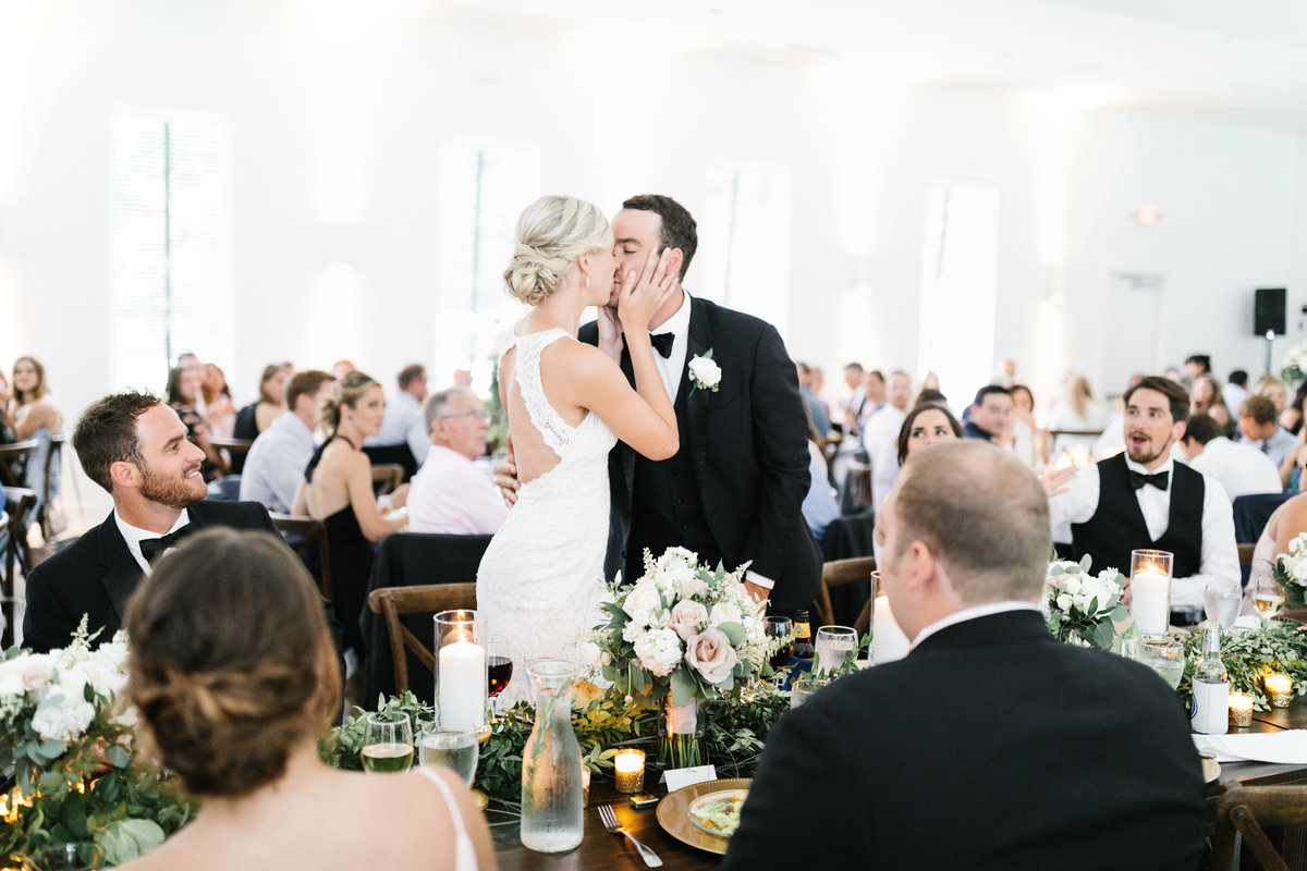 Hutton-House-June-Summer-Minneapolis-Wedding-45