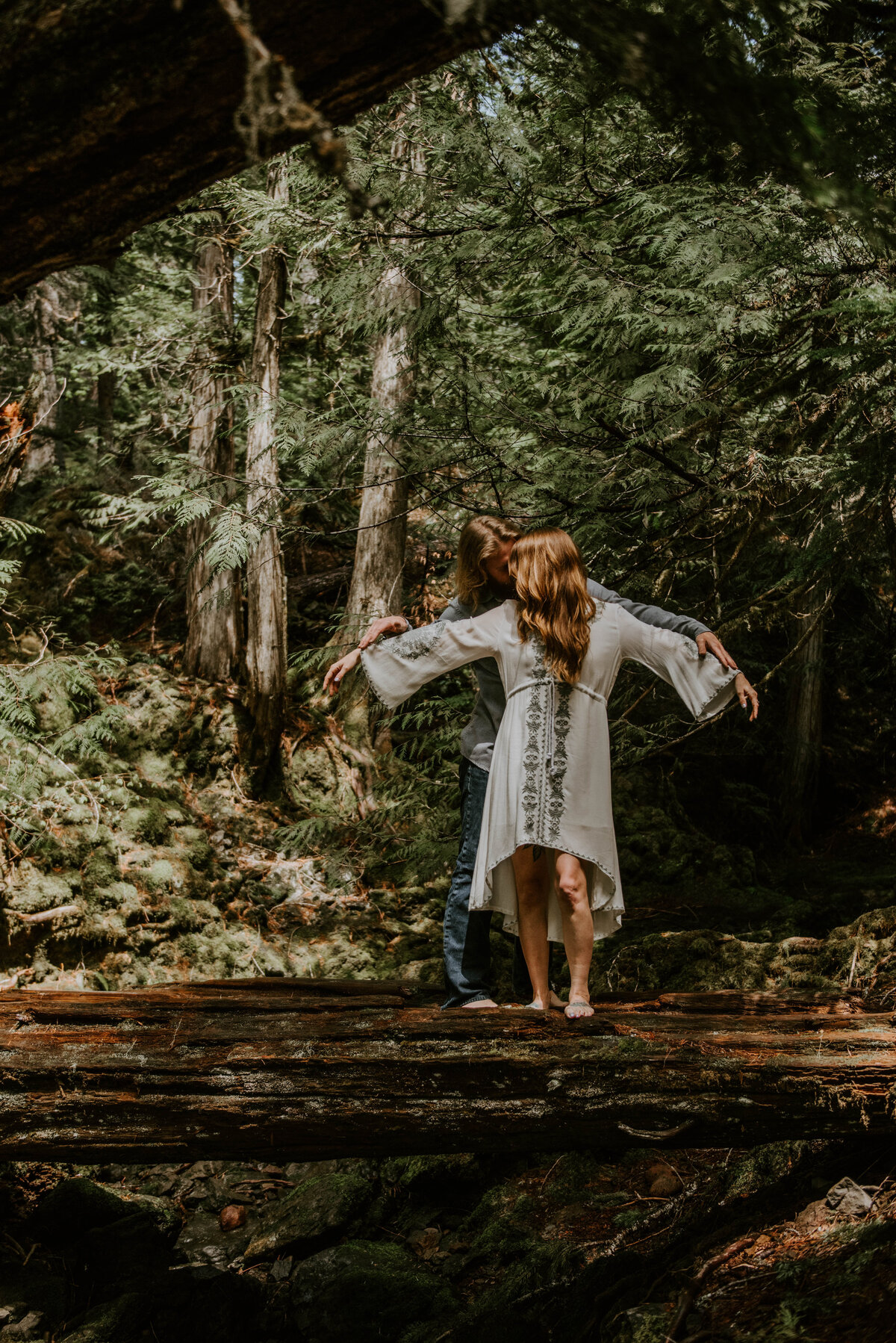 sahalie-falls-summer-oregon-photoshoot-adventure-photographer-bend-couple-forest-outfits-elopement-wedding7837