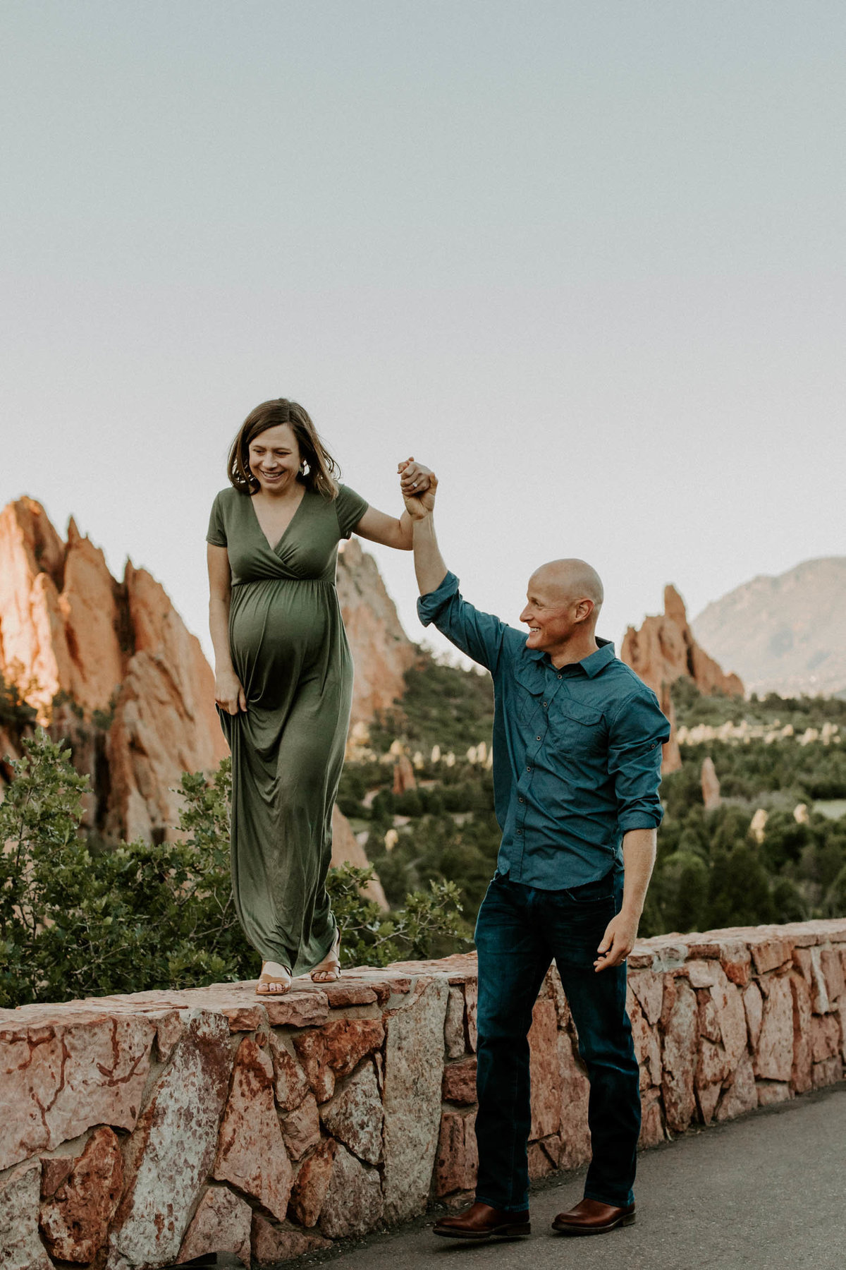 colorado-springs-garden-of-the-gods-sunrise-couples-adventure-session-colorado-elopement-photographer-6