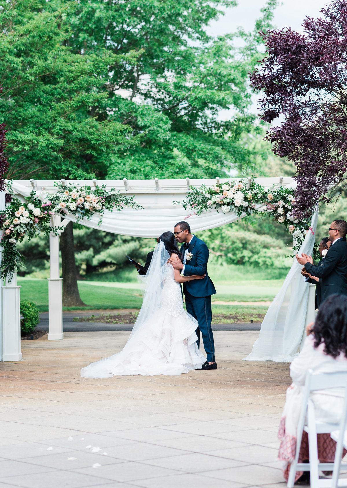 The kiss + ceremony
