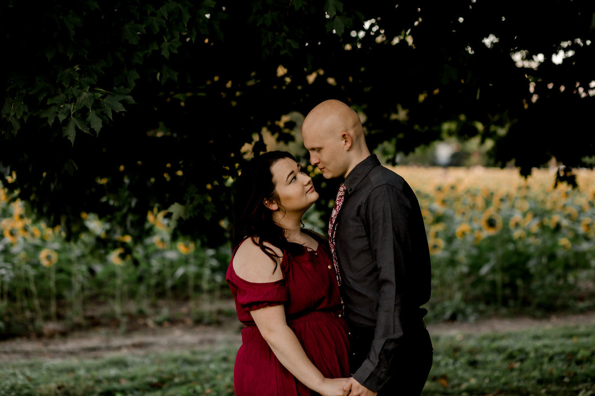 Engagement session in the sunflower field0038