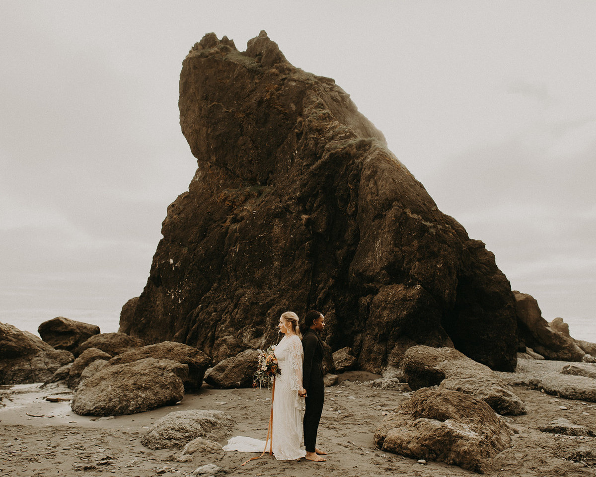 Ruby_Beach_Styled_Elopement_-_Run_Away_with_Me_Elopement_Collective_-_Kamra_Fuller_Photography_-_First_Look-1