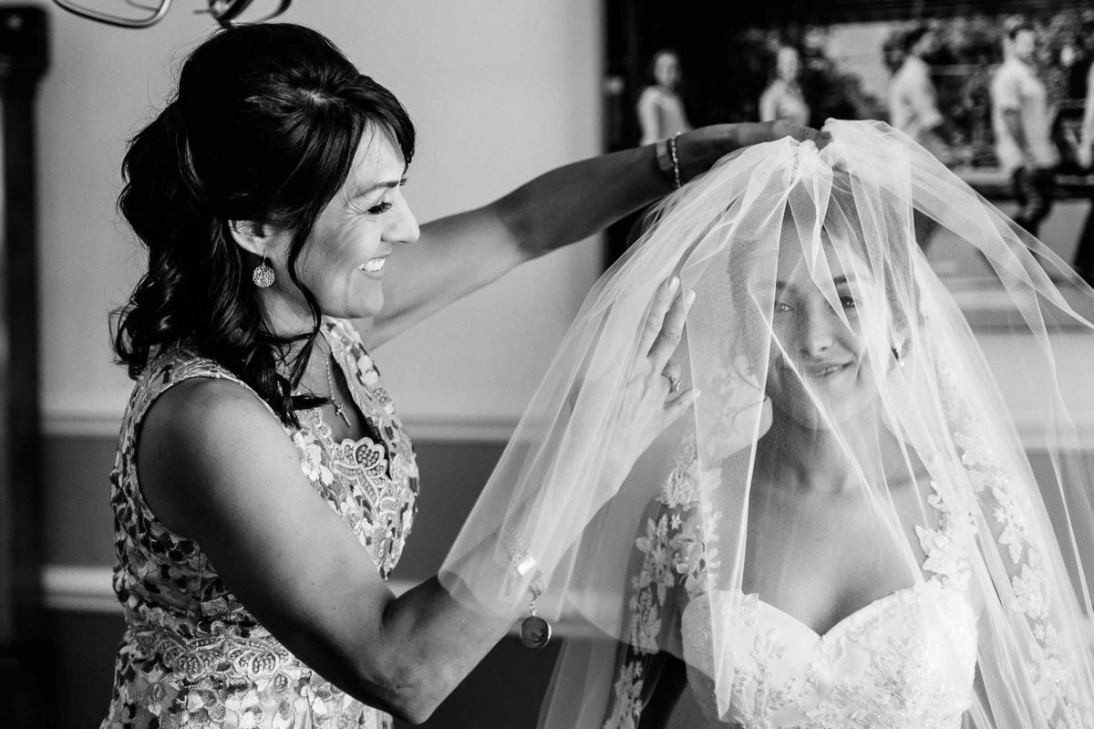 bride and her mom crying  in el paso texas by stephane lemaire photography