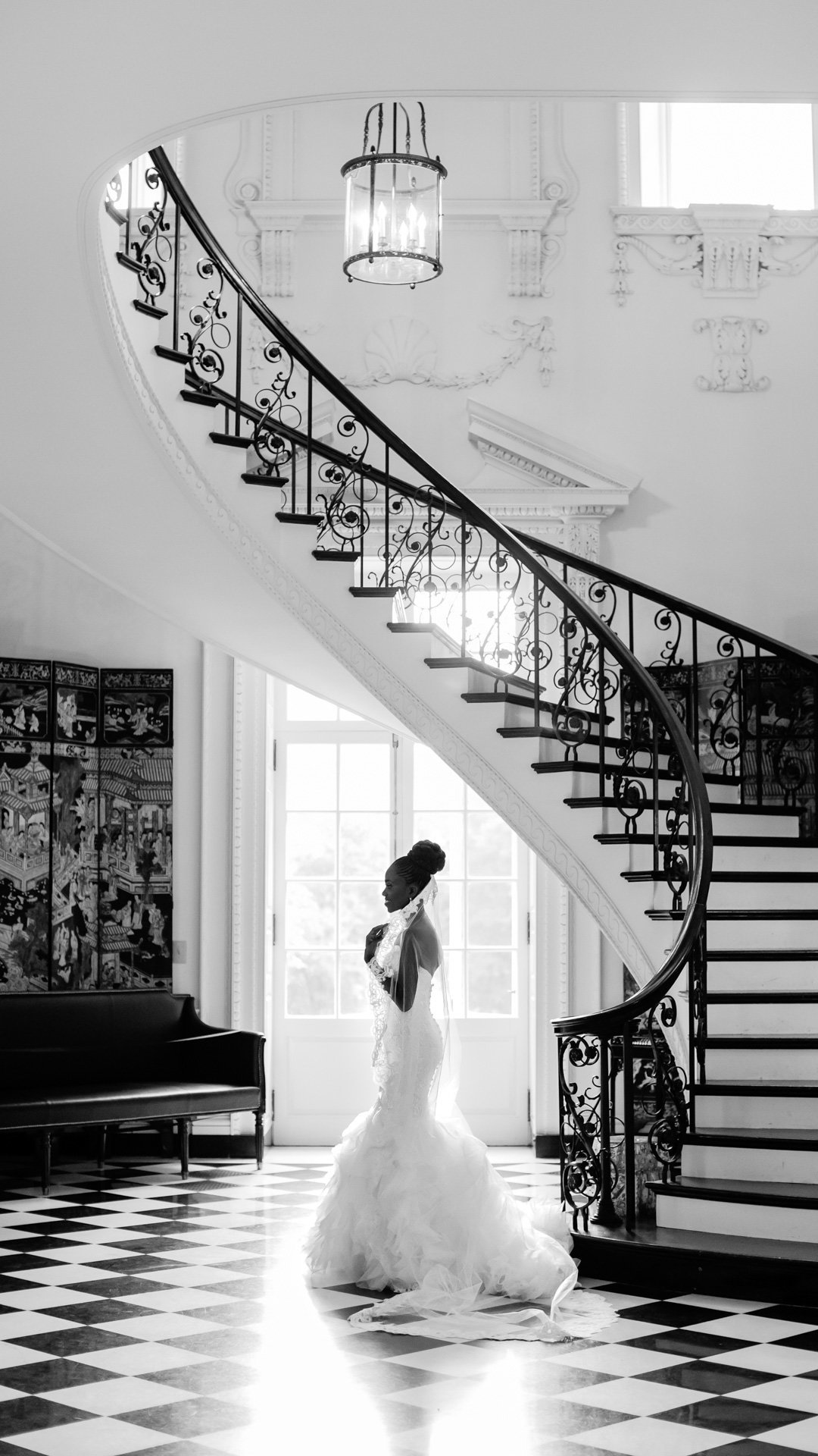 Black and white bridal shot in the Historic Swan House in Atlanta