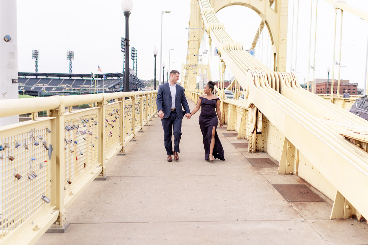 DowntownPittsburghPAWeddingEngagementPhotography2-10