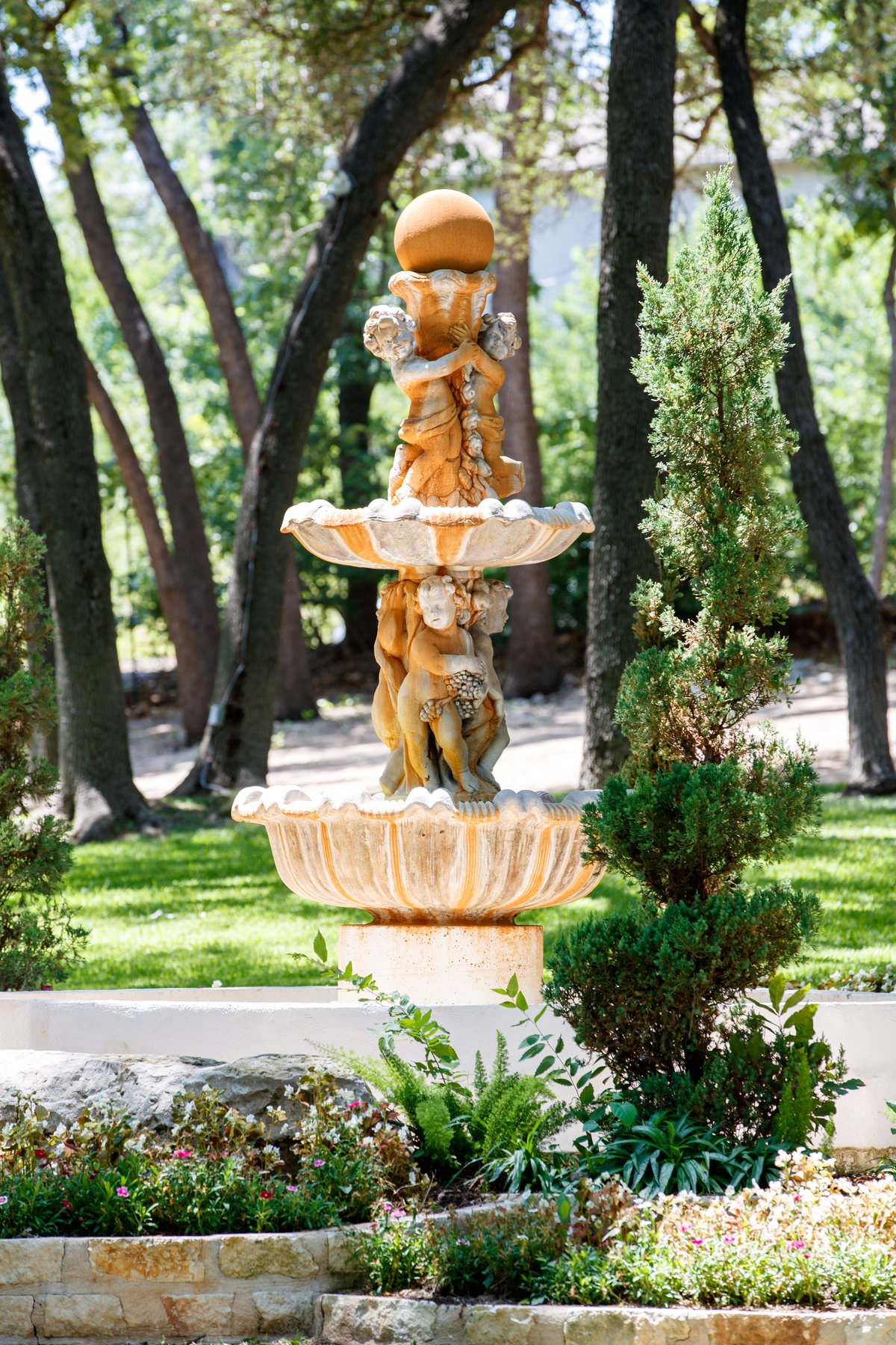 Austin wedding photographer casa blanca on brushy creek fountain