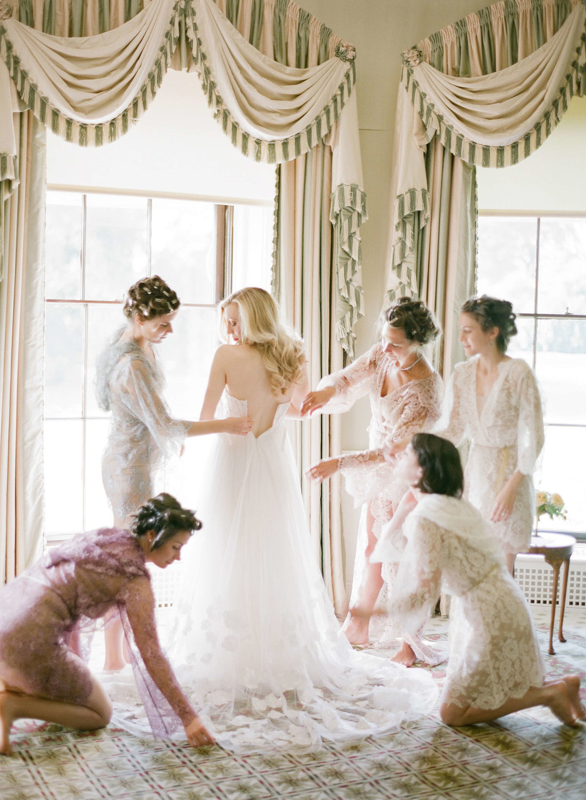 35-KTMerry-weddings-bridal-preparation-Ballyfin-Ireland