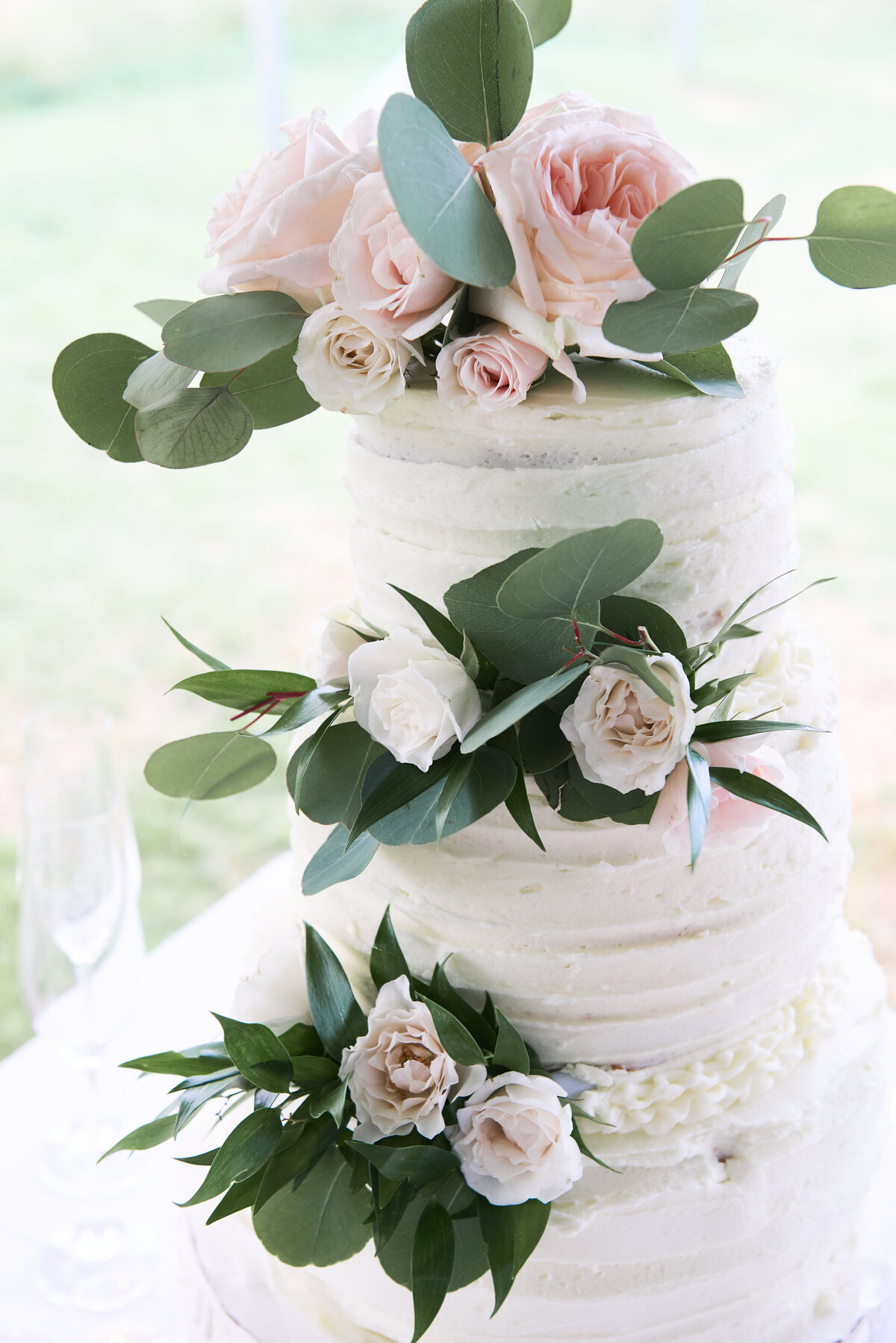 white-blush-greenery-wedding-cake-roses-17