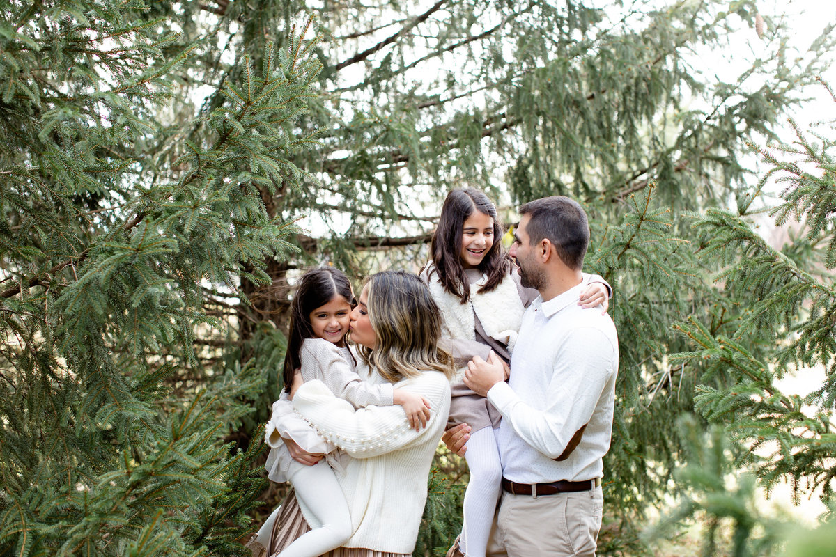 Winter Family Session family of 4 in all white at Faust Park in St. Louis by Amy Britton Photography Photographer  in St. Louis