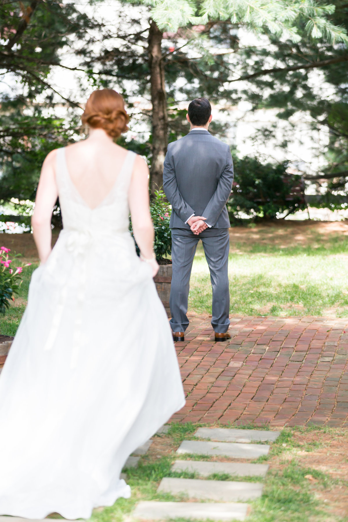 First look at a wedding in Fredericksburg, VA