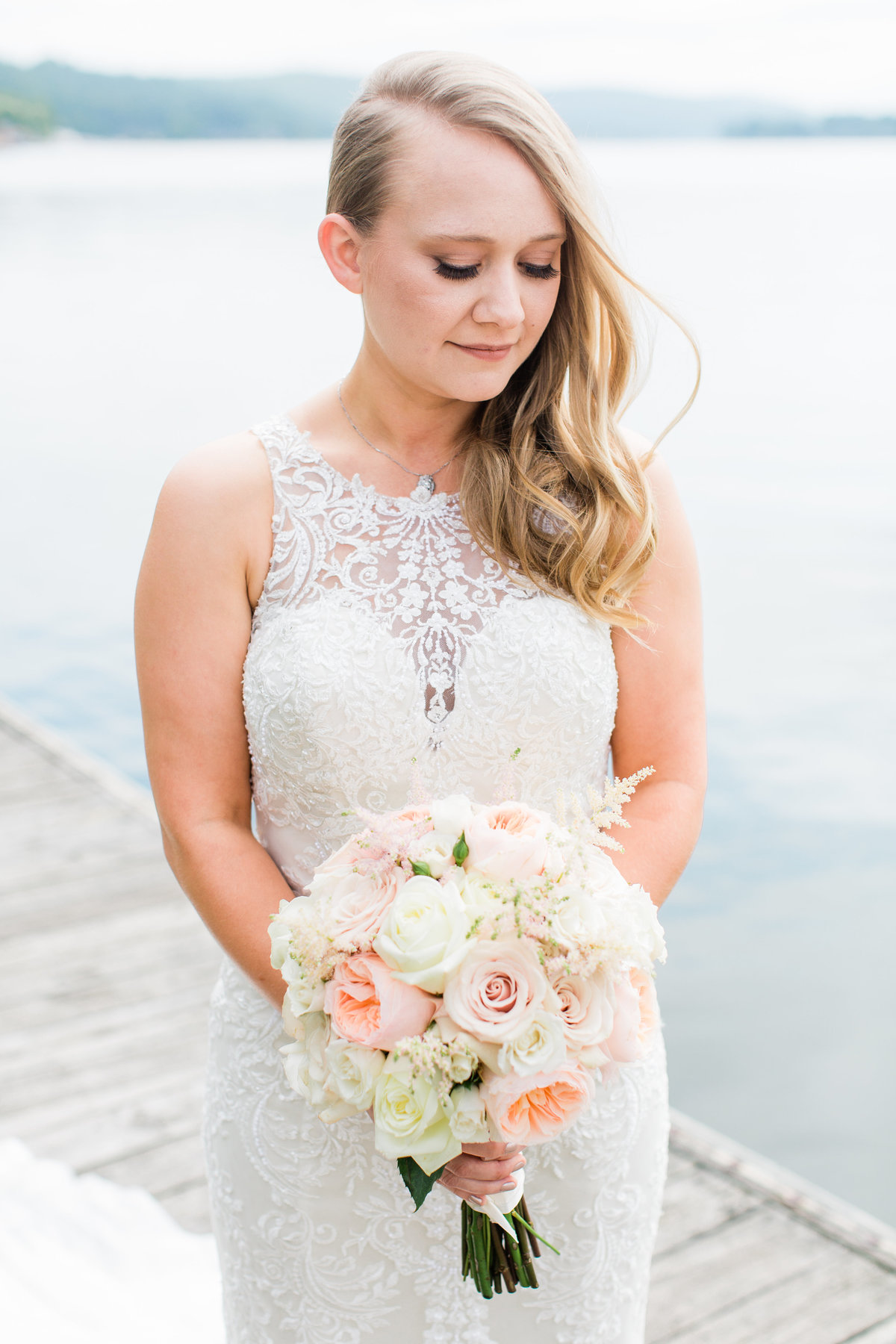 Elegant_Lake_Wedding_Inspriration
