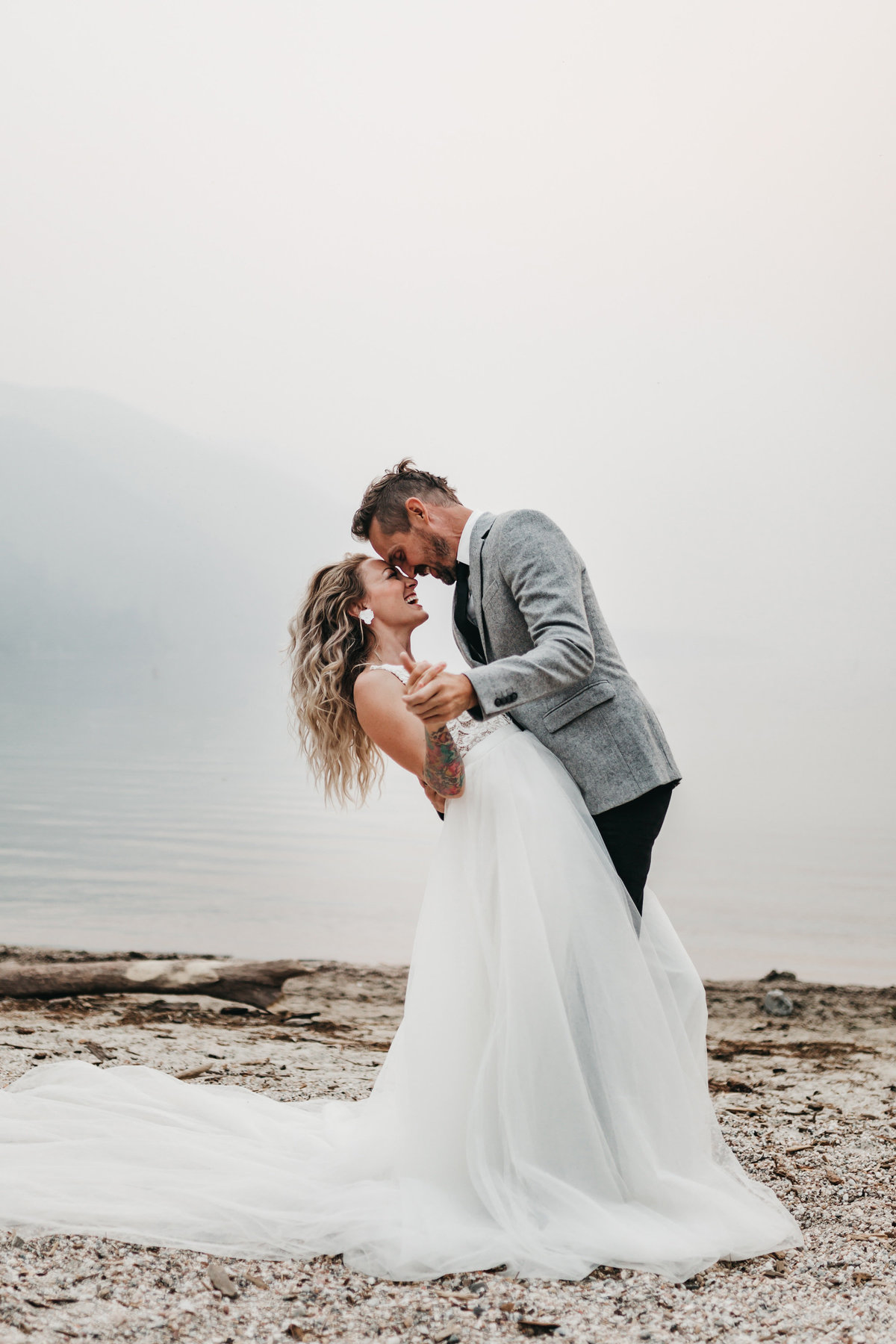 athena-and-camron-sara-truvelle-bridal-wenatchee-elopement-intimate-13-dip-kiss