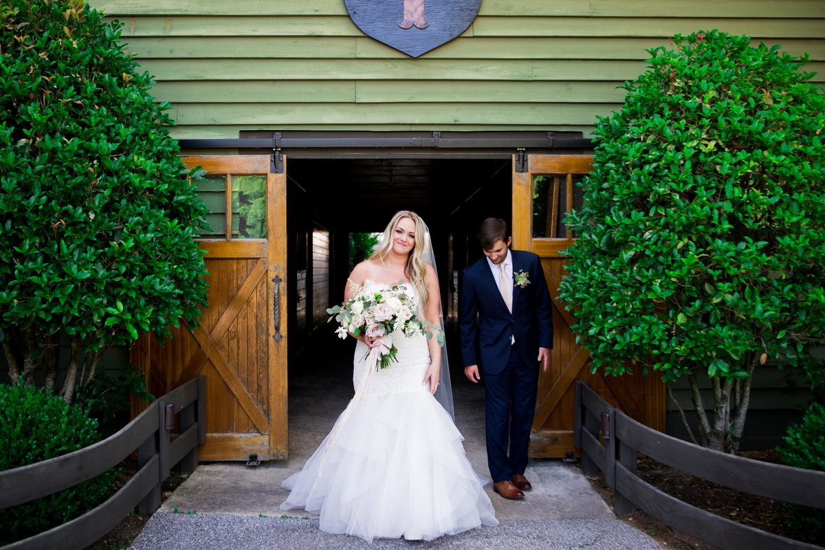Windwood_Equestrian_Outdoor_Wedding_Venue_Alabama_Farm_Bride047