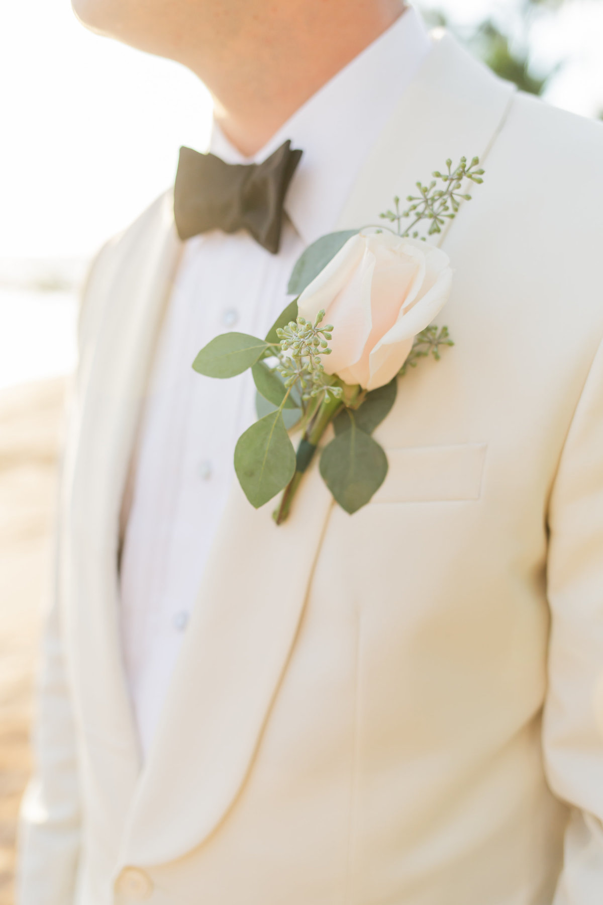 Maui venue wedding photography - groom - boutonniere