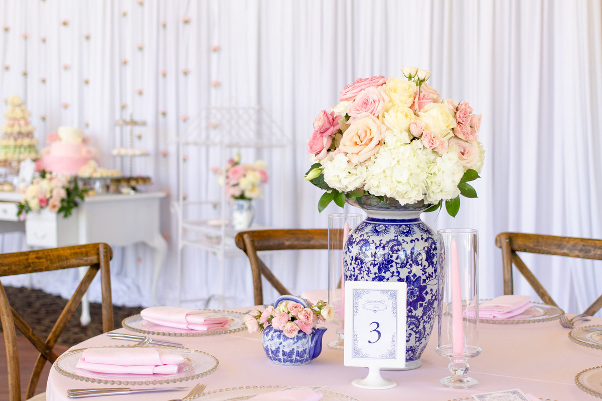 Blue, white and blush wedding reception table with blue and white vase centerpiece in Tampa, Florida